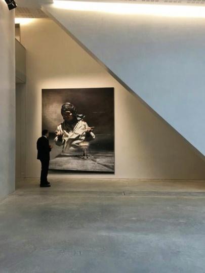 5月5日,位于威尼斯葛拉西宫剧院,贾蔼力首个欧洲美术馆级别个展开幕