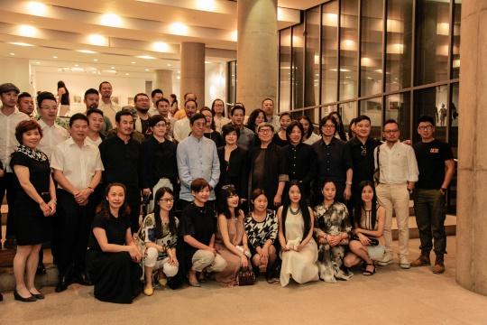中国陈设艺术专业委员会在发布会后合影