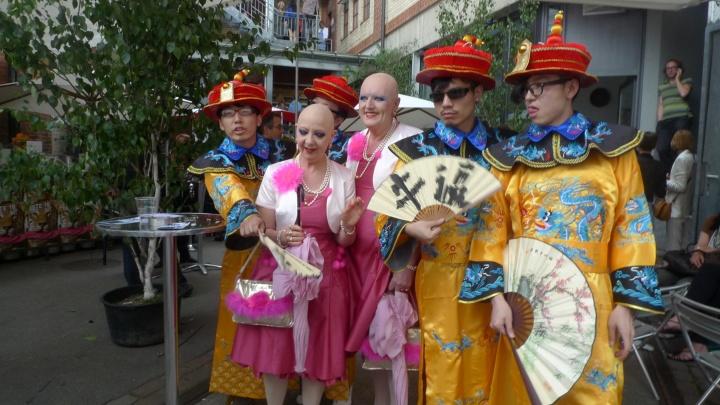 2011年,双飞艺术中心前往瑞士巴塞尔艺博会,并参与其中