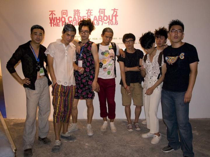 """2009年,上海M50,双飞个展""""不问路在何方""""现场"""