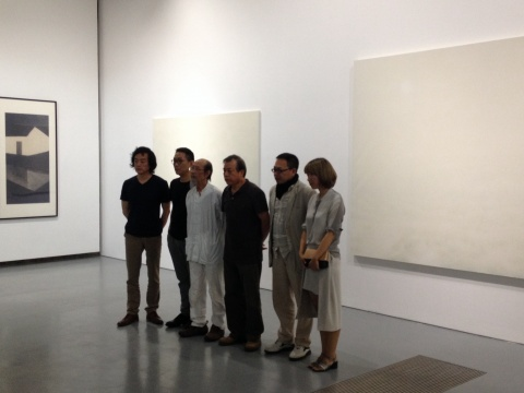 右起画廊负责人刘亦嫄、策展人夏可君、艺术家尚扬、邱世华、姜吉安、刘国夫