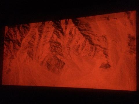 《运行中的异化之景》现场,山脉的形状,抽象为秩序的蔓延