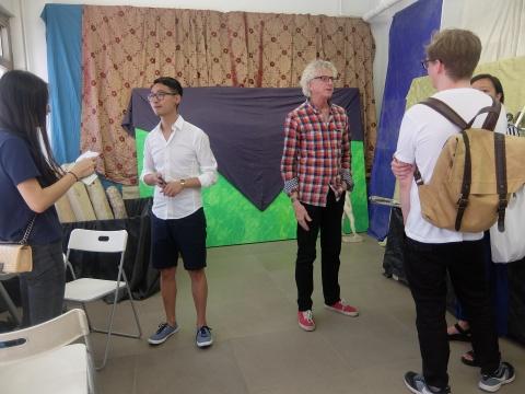 策展人James Elaine和工作室负责人林磊在展览现场与观众交流