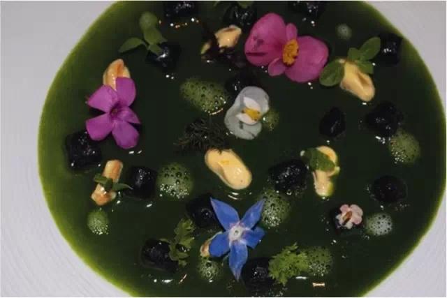 于尔根·特勒《Food No. 15,HotelIl Pellicano 2010》彩色印刷 182.9x274.3cm 2010