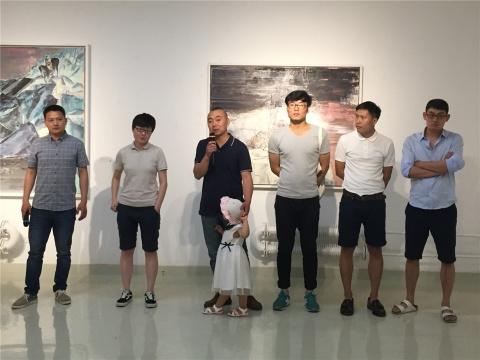 参展艺术家:马永强(左3)、关伟伟(左4)、刘涛(右2)、涂曦(右1)