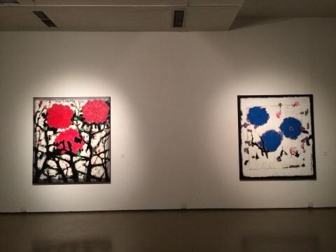 《牡丹》 180×160cm油画 丙烯2012、《蓝牡丹》 180×160cm 油画 丙烯 2013