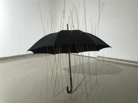 陈维2011年作品《雨伞》