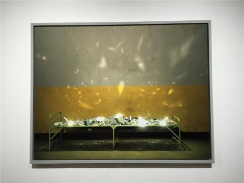 陈维2009年收藏级微喷打印作品《折叠床之光》