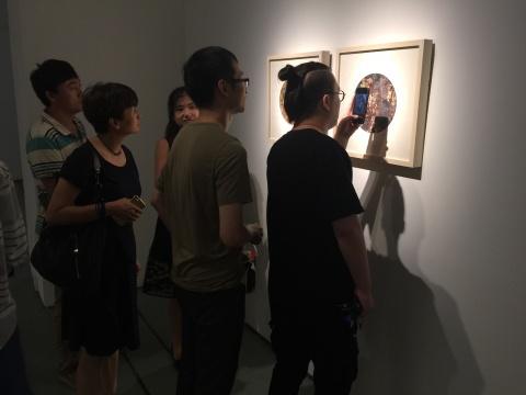 魏东作品引发现场观众讨论