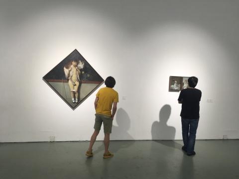 魏东作品中丰满的元素让观众流连忘返