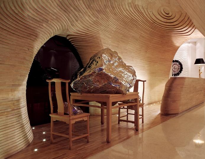 展望作品《山水家具》,郑好表示这一区域只有展望的作品作为合适,无可取代