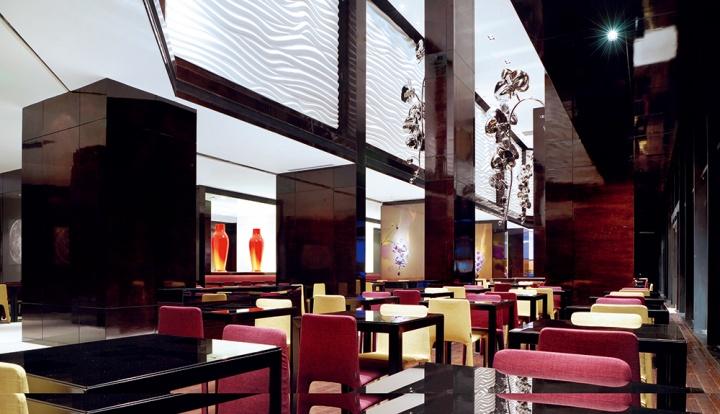 酒店以《蝶系列》为灵感而创作的不锈钢雕塑同样成为了优雅的艺术品