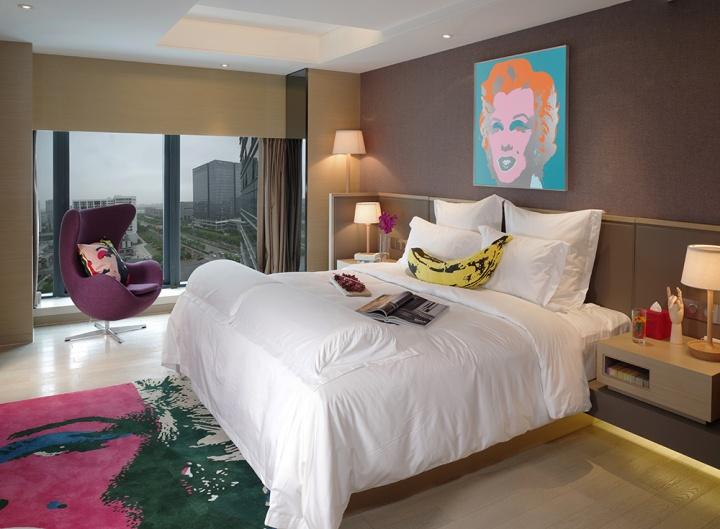万和昊美艺术酒店首创艺术大师房,这是以安迪·沃霍尔作品为主题的房间