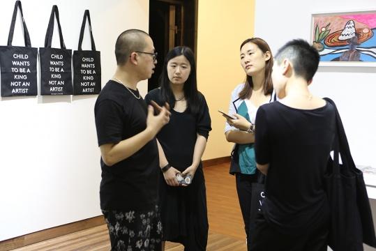 陈栋帆在VIP预展现场接受本刊记者的采访