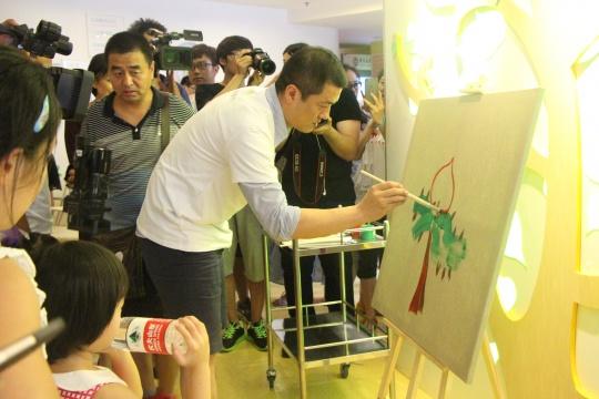 艺术家与嘉宾共同创作的互动环节