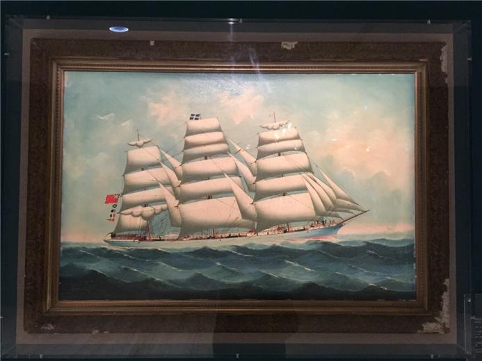 又是一艘船,作于19世纪晚期的木板油画《布伦达号帆船》,这是一艘英国货船,据传该作出于Lai Fong之手。