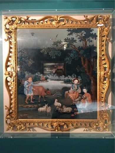 史贝霖作于1770-1790年间的玻璃油画《牧羊女》,该作是早期中国外销玻璃画的精品,其特征是以体现理想化的中国田园风光为主,本作中的五只绵羊具有基督教的象征意义。