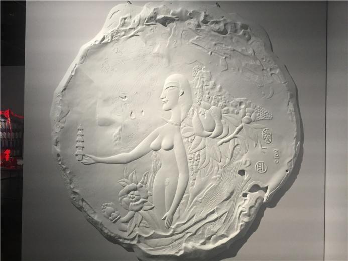 李明则2010年玻璃纤维丙烯作品《神女》