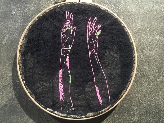 土耳其艺术家艾丽卡创作于2013年布面综合材料作品