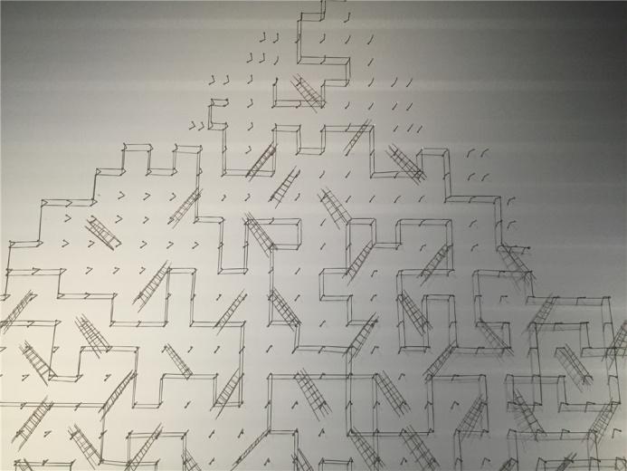 伊拉克艺术家瓦利德.西蒂 2014年材料作品《攀爬的分解》,作品独占一面墙