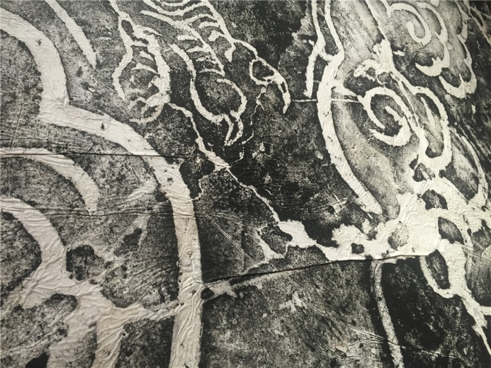 土耳其艺术家格努尔.那洪卢 2011年金属、有机玻璃作品《城堡》,其中的绘画作品