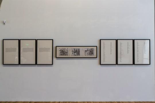《图与字》作品现场,王郁洋早期在图像和文字之间进行试验的作品