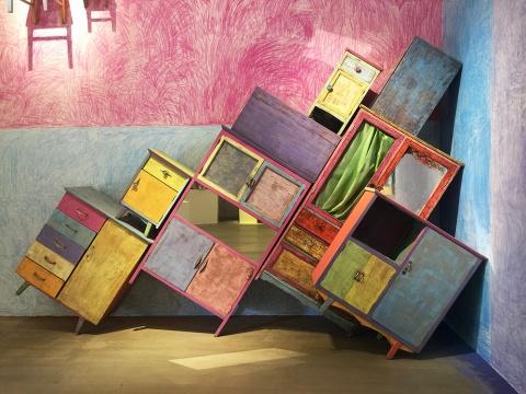 王礼军 《布新》 尺寸可变  木家具、粉笔  2015