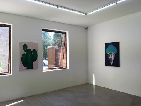 一楼左侧展厅展出的是90后艺术家孙一钿、以及70年出生的艺术家周文斗作品
