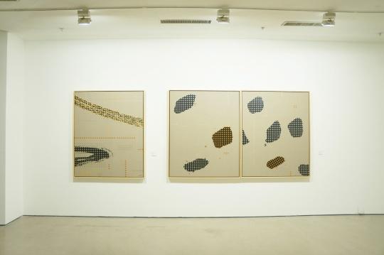 展览现场,展出作品为《作品59号》(左)与《作品58号》