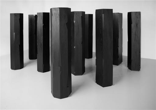 杨牧石2015年作品《切入点No.1 - 10》,材料为木、墨