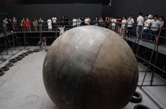 """继2009年隋建国于今日美术馆举办的""""运动的张力""""之后,升级版的""""运动的张力2""""再次在同一展厅呈现"""