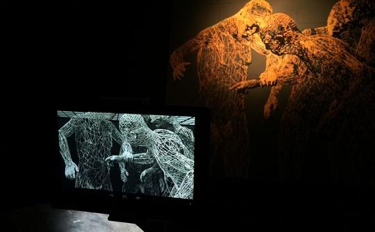 通过电子设备以二维与三维动画的形式全面呈现缪晓春的作品