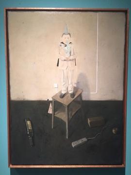 画面中人物站在高处,米杰表示自己从小安全感不足,站在高处的形象带来一种安全感