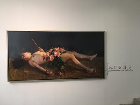 此次展览所有作品名都由炭笔直接手写于墙上