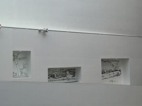 美术馆过道墙壁也有王华祥直接手绘作品