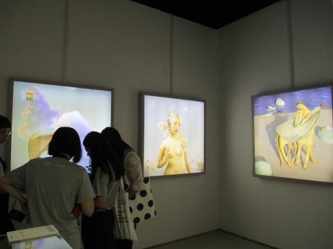 中央美术学院 杨莉芊 《白噪音系列》 120×120cm 3件 3D静态影像 艺术创新奖
