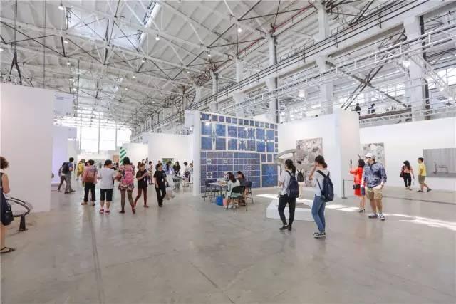 宽敞明亮的西岸艺术与设计博览会,精彩纷呈的场外活动编排,都是值得借鉴的上乘案例。