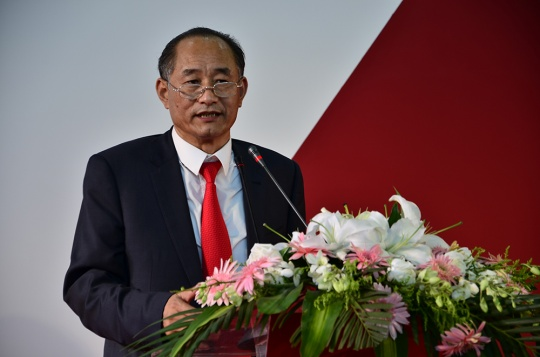 南京国际美术展创始人、组委会执行主席、百家湖国际文化投资集团董事长严陆根为开幕致辞
