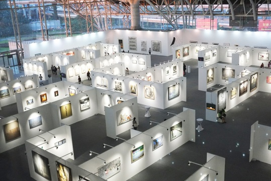 1000余件入围作品参展,涵盖中国水墨、油画、雕塑、影像、装置、综合材料等艺术品类