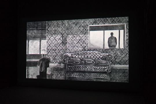 Hans Op De Beeck (Belgium 比利时) 的影像作品《默演》其作品包括雕塑、装置、录像作品、摄影、动画、素描、绘画和写作(短篇故事), 追求以一种最有效的方式呈现概念和思想,艺术创作广泛的在国际上进行展出。(曾在常青画廊举办过个展)
