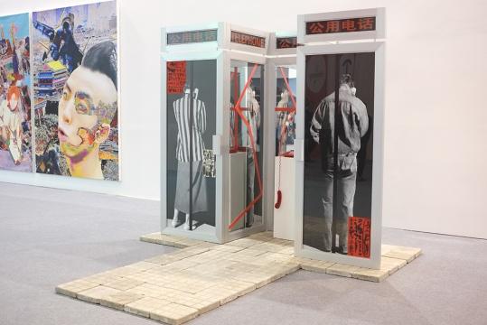 重现肖鲁1989年创作的充满争议性的作品《对话》进行复制
