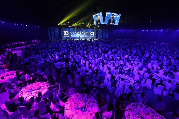 6月2日,保利拍卖十周年全球艺术收藏庆典晚宴于极具艺术气息的京城751DPark耀目开启