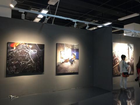 蜂巢当代艺术中心带来了80后艺术家陈朗慕的个展项目