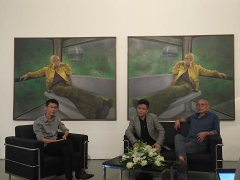 左起:策展人盛葳、评论家庞茂琨、批评家俞可