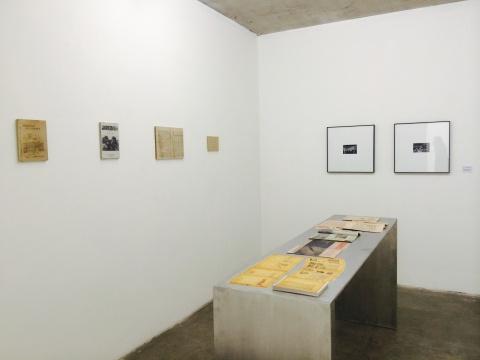 此展厅放置了影印的吴印咸的《摄影常识》