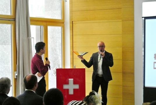 瑞士凯兰帝艺术总监Adrian Weber介绍其品牌产品