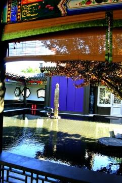 东苑戏楼的外部庭院