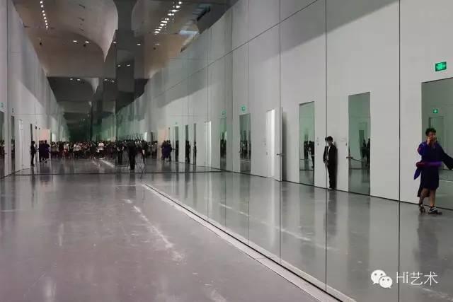 龙美术馆一楼展厅《15个房间》现场