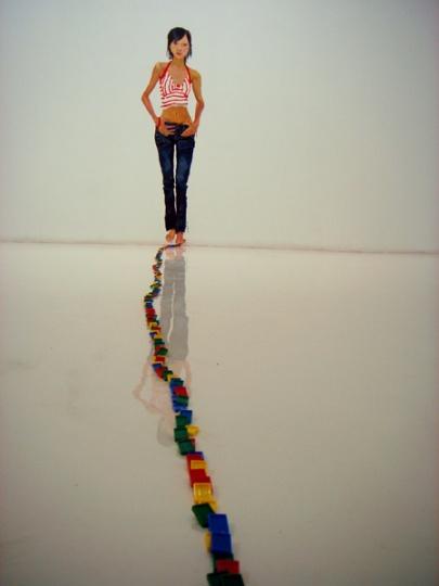 《多米诺7》墙上丙烯 2006