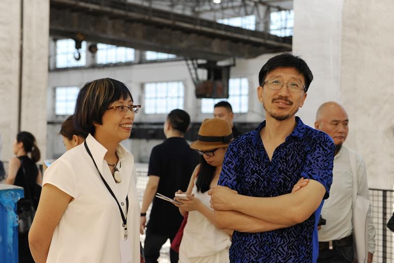站台空间负责人孙宁与艺术家王兴伟对整个展馆的布置与呈现的作品面貌均不吝赞美之言。
